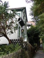 Schmaler Fussweg - Treppen im Treppenviertel Blankeneses.