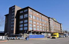 Gewerbearchitektur, Industriearchitektur auf der Peute in Hamburg Veddel - Elbe Gewerbe Zentrum / EGZ.
