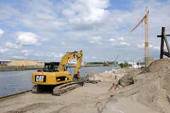 Verstärkung / Neubau eines Teilstücks der Kaianlage am Petersenkai im Baakenhafen - Fotos aus dem Hamburger STadtteil Hafencity.