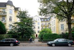 Baustil Historismus, Wohnhaus in Hamburg Winterhude - Hamburger Burg; Wohnhausbauform mit einem dreiseitig umschlossenen, zur Strasse geöffneten Hof.