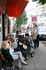 Leben in Hamburg Winterhude - Eisverkauf am Pölchaukamp.
