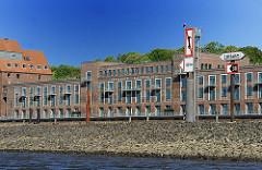 Bilder aus Hamburg Ottensen - Altonaer Kaispeicher am Ufer der Elbe.