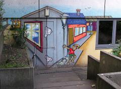 Graffiti an einer Hauswand - Hamburg Steilshoop.
