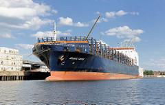 Havarierter Frachter ATLANTIC CARTIER am Oswaldkai im Hamburger Hafen. Das Schiff war am 1. Mai 2013  in Brand geraten, beladen mit Gefahrstoffen u.a. Uranhexafluorid, dasn nicht mit Löschwasser in Kontakt kommen darf. In ganz Norddeutschland gab es