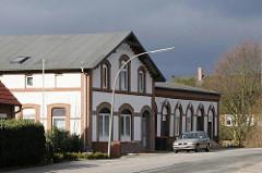 Wohnhäuser im Hamburger Umland - ländliches Wohngebäude am Neulaender Elbdeich.