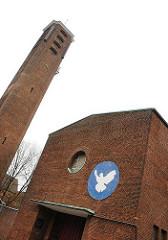 Washingtonallee Timotheuskirche in HH-Horn. Backsteinkirche mit Friedenstaube.