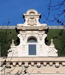 Hamburgs Bezirke, Altona Stadtteil Altona Nord Julius Leber Straße Stuckverzierter Giebel Gründerzeitstil