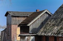 Dächer mit Reet gedeckt - Hausdach mit Holzschindeln - Hausdächer in Kirchwerder.