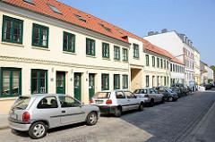Alte Wohnhäuser in Hamburg - historische Saalhäuser in der Zeissstrasse - Leben in Hamburg Ottensen.