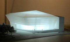"""Modell des 70 x 70m grossen """"kristallinen Sölitär"""", mit dem bis Ende 2006 der Domplatz bebaut werden sollte."""