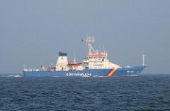 Das Schiff der Küstenwache BP 25 / Bundespolizei vor der Hamburger Insel Neuwerk.