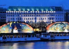 Märchenschiffe auf der Binnenalster - Hotel Vierjahreszeiten.