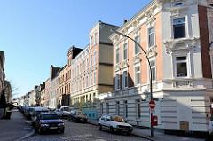 Jugendstil-Wohnhäuser mit Stuckfassade; Marienstrasse Hamburg Harburg.