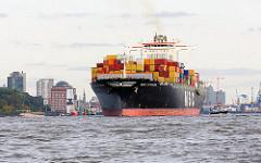 Die MSC VIVIANA läuft aus dem Hamburger Hafen aus - im HIntergrund der Museumshafen und Gebäude in Neumühlen.