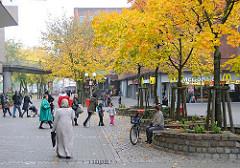 Passanten Billstedter Marktplatz