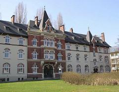 Historische Stiftsarchitektur - Jenischstift - Stiftsgebäude in Hamburg Eppendorf.