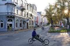 Max Brauer Allee - Fahrräder, Bilder aus den Hamburger Stadtteilen, Altona Altstadt.