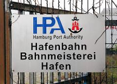 Schild Aluminium, HPA Hamburg Port Authority - Hafenbahn, Bahnmeisterei, Hafen. Fotos aus dem Hamburer Stadtteil Kleiner Grasbrook.