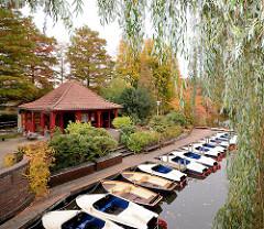 Bootsverleih auf der Liebesinsel vom Stadtparksee in Hamburg Winterhude - Verleih von Tretbooten / Ruderbooten / Kanus.