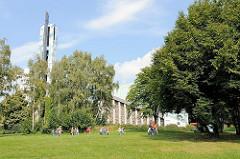 Auferstehungskirche in Hamburg Lohbrügge, fertig gestellt 1970 - Architekt Hubert Wolfger.