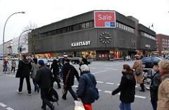 Hamburger Kaufhausarchitektur -  Kaufhaus Karstadt an der Osterstrasse, Ecke Heussweg.