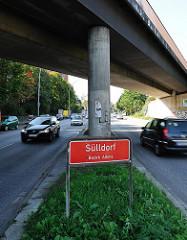 Stadtteilgrenze Sülldorf - Bezirk Altona - rotes Schild mit weisser Schrift.