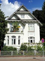 Historisches Wohngebäude an der Rahlstedter Amtsstrasse - Balkon mit Grünpflanzen.