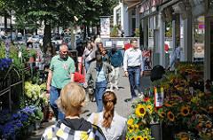 Sommer in Hamburg Winterhude - Einkaufen auf dem Mühlenkamp.