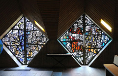 Glasfenster der Lukaskirche in Hamburg Sasel.