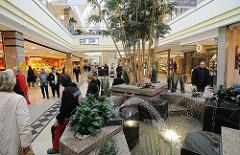 Ruhezentrum im AEZ - Brunnen im Alstertaler Einkaufszentrum.