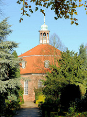 Kirche Niendorfer Markt - die evangelisch lutherische Marktkirche wurde 1770 unter dem dänischen König Christian IV. erbaut - Architekt Heinrich Schmidt.
