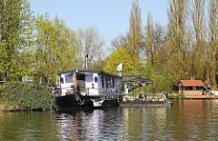 Billeufer mit Hausboot - Flüsse in Hamburg Bille.
