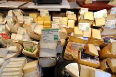 Käseabteilung Hofladen Gut Wulksfelde