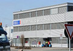 Verwaltungsgebäude des HHLA Terminals O'swaldkai im Hamburger Hafengebiet des Stadtteils Kleiner Grasbrook.