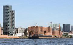 Panorama vom Altoaner Hafen - Architektur an der Grossen Elbstrasse von Hamburg Altona.