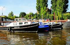 Barkassen im Grevenhofkanal in Hamburg Steinwerder - Weiden und Pappeln am Ufer des Kanals
