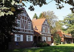 Architekturstile Hamburgs - Beamtenhäuser August Krogmann Strasse - Wohngebäude im Heimatstile - Fachwerkfront.