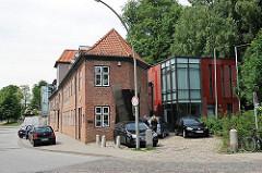 Bilder aus Hamburg Ottensen - Lawaetzhaus in Neumühlen - historische Architektur und moderner Anbau.