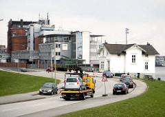 Ausschläger Elbdeich - Villa Hintzpeter und Industriearchitektur im Hamburger Stadtteil Rothenburgsort.