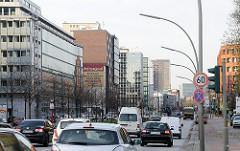 Dichter Strassenverkehr - Hauptverkehrsstrasse in Hammerbrook - Heidenkampsweg.