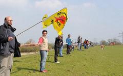Menschenkette gegen Atomkraft - Deich bei Brunsbüttel.