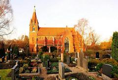 Lüneburger Friedhof Hamburg Finkenwerder - St. Nikolaikirche.
