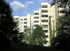 Grünanlage zwischen Hochhäusern - Wohnen in HH-Steilshoop