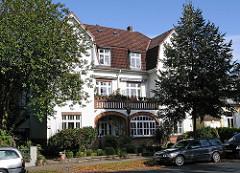 Wohnhaus mit Balkonen - Wohngebäude in der Fuhlsbüttler Etzestrasse.
