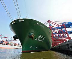 Schiffsbug Containerfrachter XIN CHANG SHU Hafen Hamburg