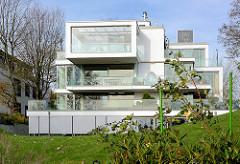 Moderne Villa mit Elbblick an der Elbchaussee in Hamburg Othmarschen.