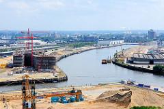 Blick in den Baakenhafen der Hafencity Hamburg, Bauvorbereitungen; Baustelle Hafencity Universität.