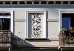 Stuckornamente an der Fassade eines Wohnhauses am Steenwisch.