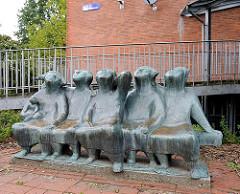 Bronzeskulptur Kinder als Sitzbank - Schule Am Falkenberg.