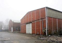 Stillgelegte Betriebsgebäude / Lagerhäuser - Hansenspeicher im Harburger Binnenhafen. (2009)